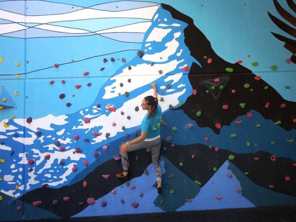 Actuación vía pública presas y mural decorativo